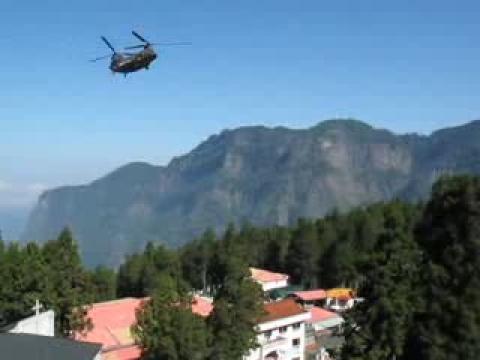 2009.08.27陸軍雙螺旋槳直昇機執行第二次吊掛電纜任務後返回