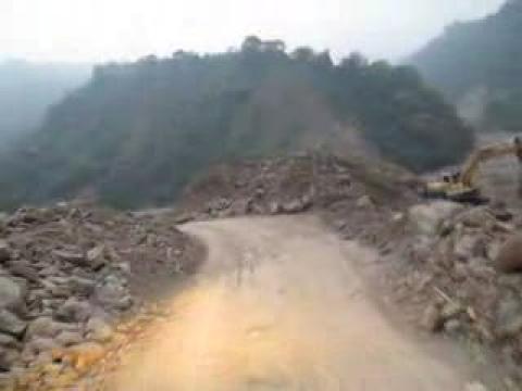 2009.09.13達邦公路溪床便道的路況實戰